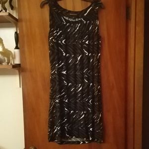 Dana Buchman casual dress w/blk, br, & wh design